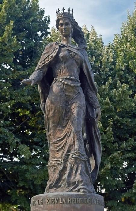 Подвижность, открытость, смелость Анны замечательно переданы во французском памятнике 2005 года.